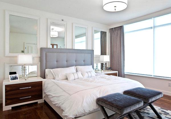 gri başlıklı yatak odası
