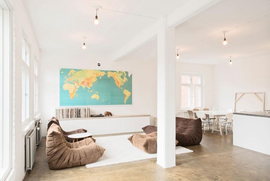 haritalı oturma odası