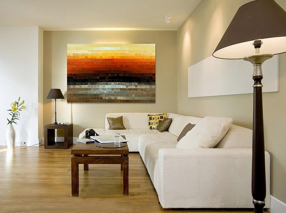 açık renkli oda ve tablo