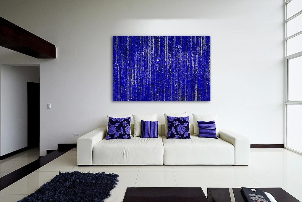 mavi tablolu sanatsal oda