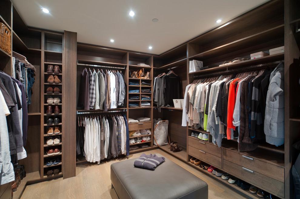 ahşap tonlu giyinme odası