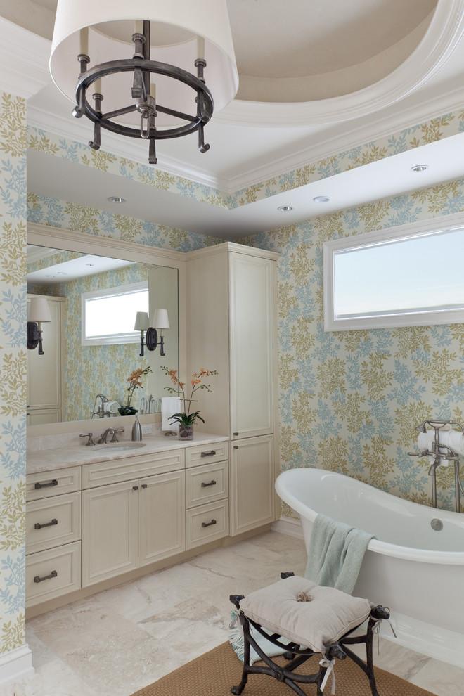 duvar kağıtlı banyo