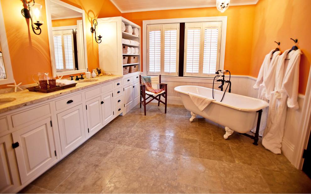 sarı duvarlı banyo
