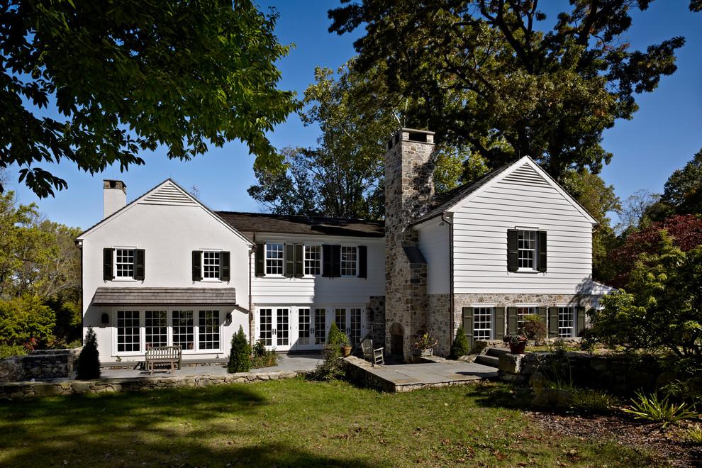 beyaz tahtalı ev