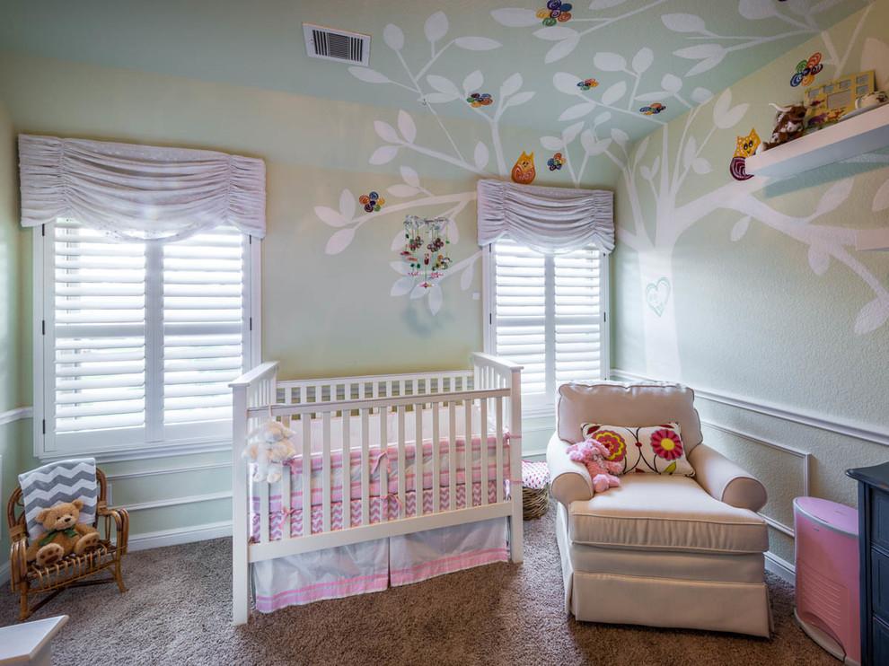 açık renkli bebek odası takımı
