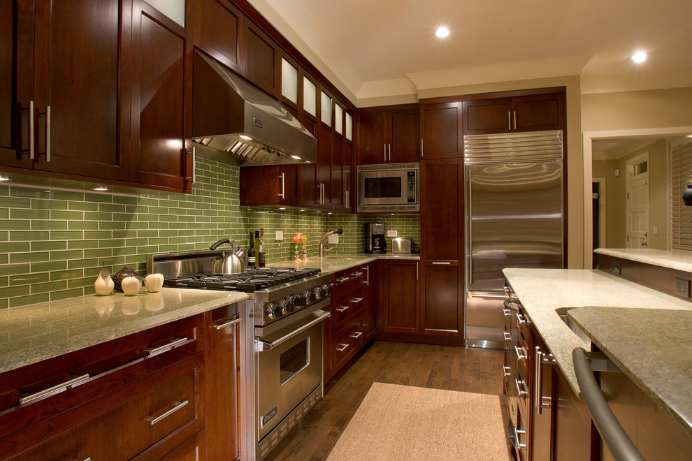 koyu ahşap mutfak resmi