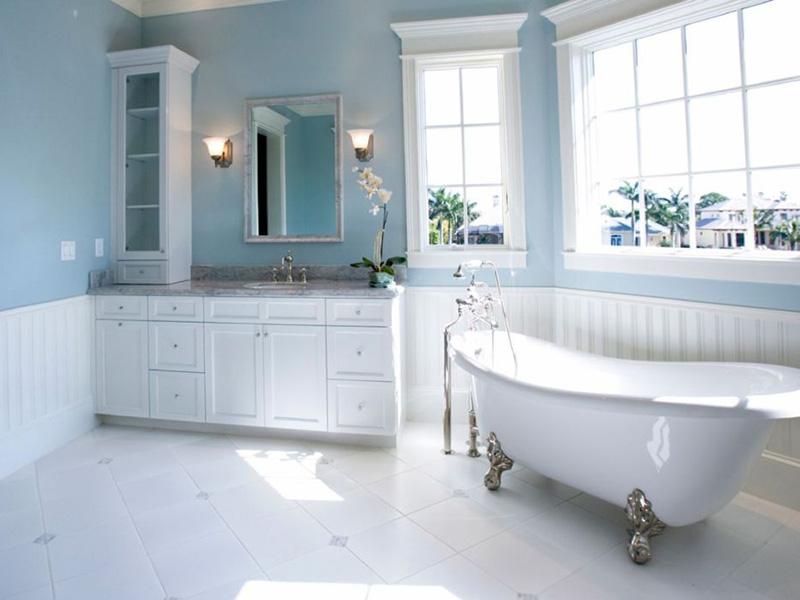 mavi beyaz banyo tasarımı