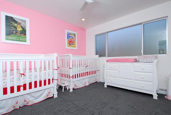 pembe beyaz bebek odası