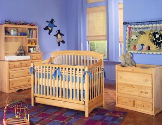 tahta döşemeli bebek odası