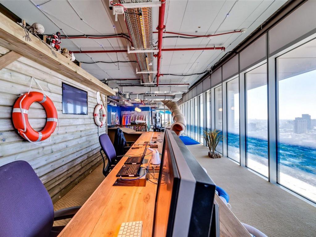 google binası gemi kamarası