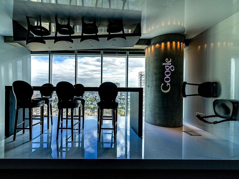 google binası tel aviv- manzaralı yemek