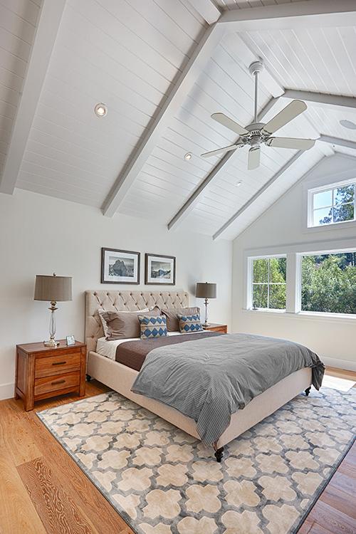 yüksek tavanlı yatak odası