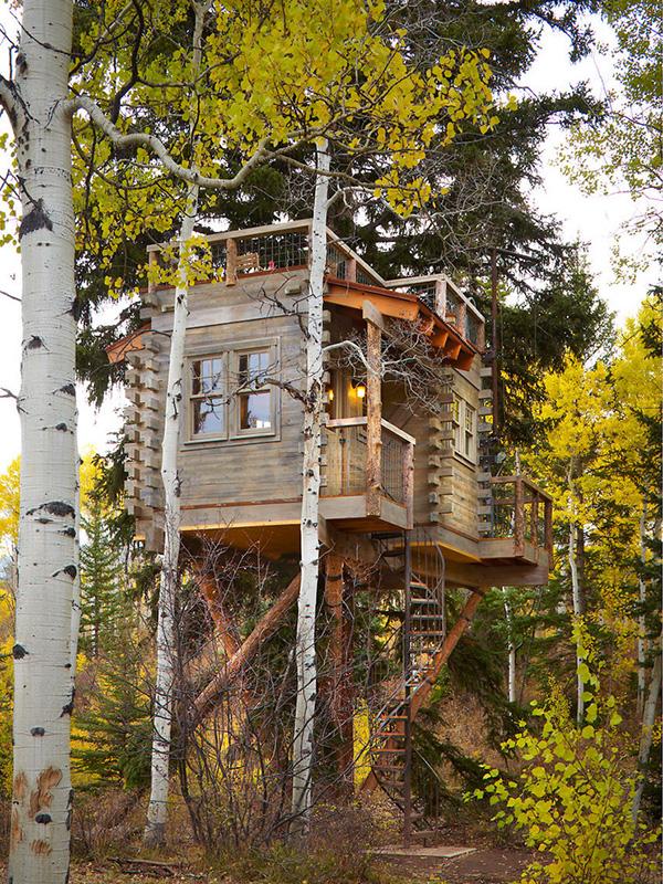 teraslı ağaç ev