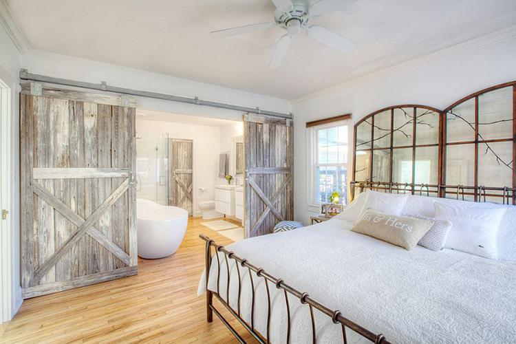 Çiftlik evi yatak odası kapısı
