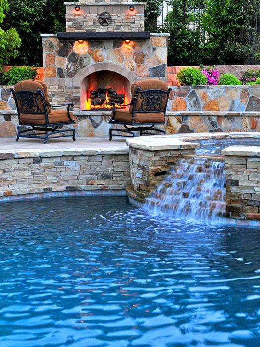 Şömineli havuzlu ev