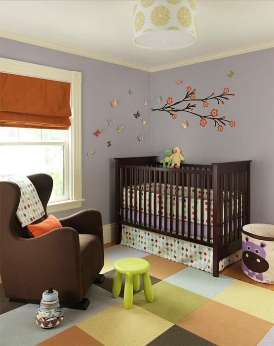 Ağaç kaplamalı şık bebek odası modeli