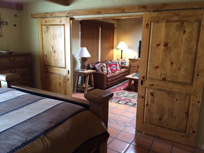Ahşap yatak odası kapısı