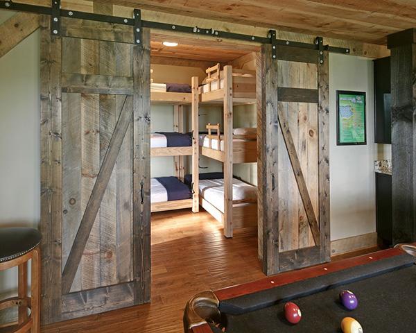 Eskitme yatak odası kapılarına iyi bir örnek