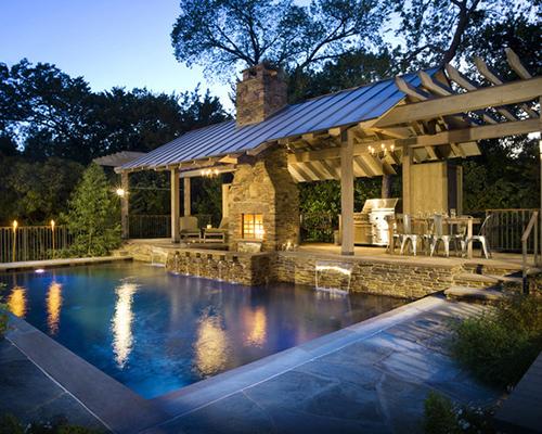 Güzel havuzlu ev resmi