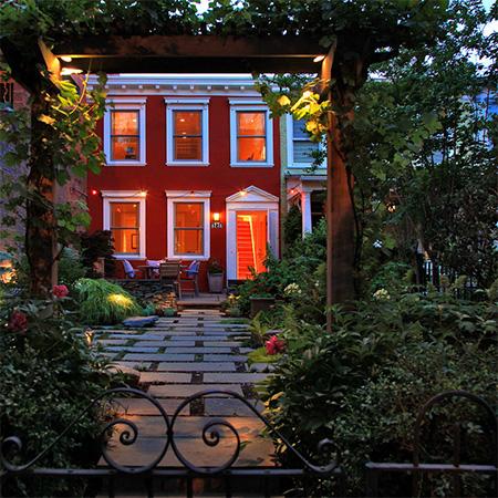 Kırmızı tasarımlı ev