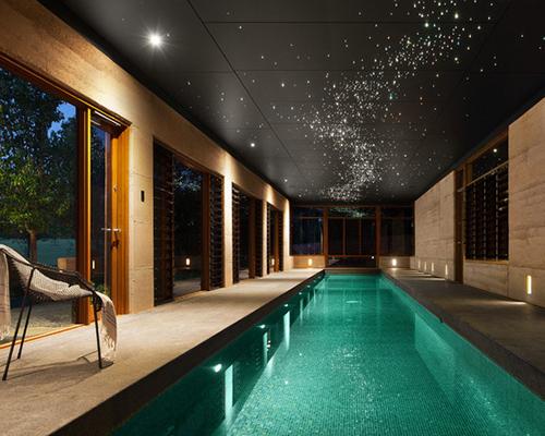 Kapalı havuzlu ev