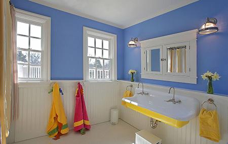 Mavi beyaz banyo modeli