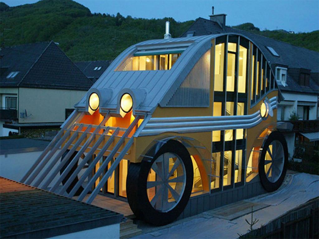 Araba görünümlü ev