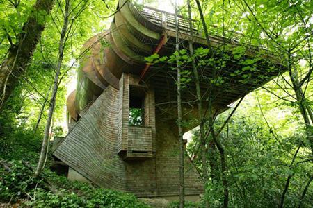 Tuhaf ev