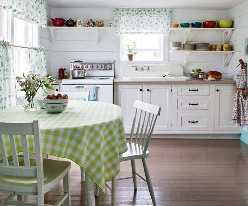 Beyaz üstü benekli ferah mutfak perdesi.