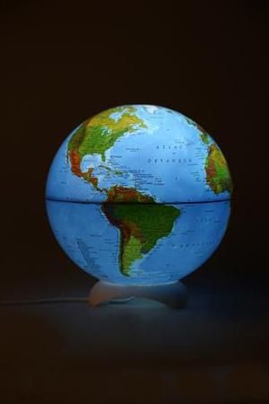 Dünya haritalı küre abajur.