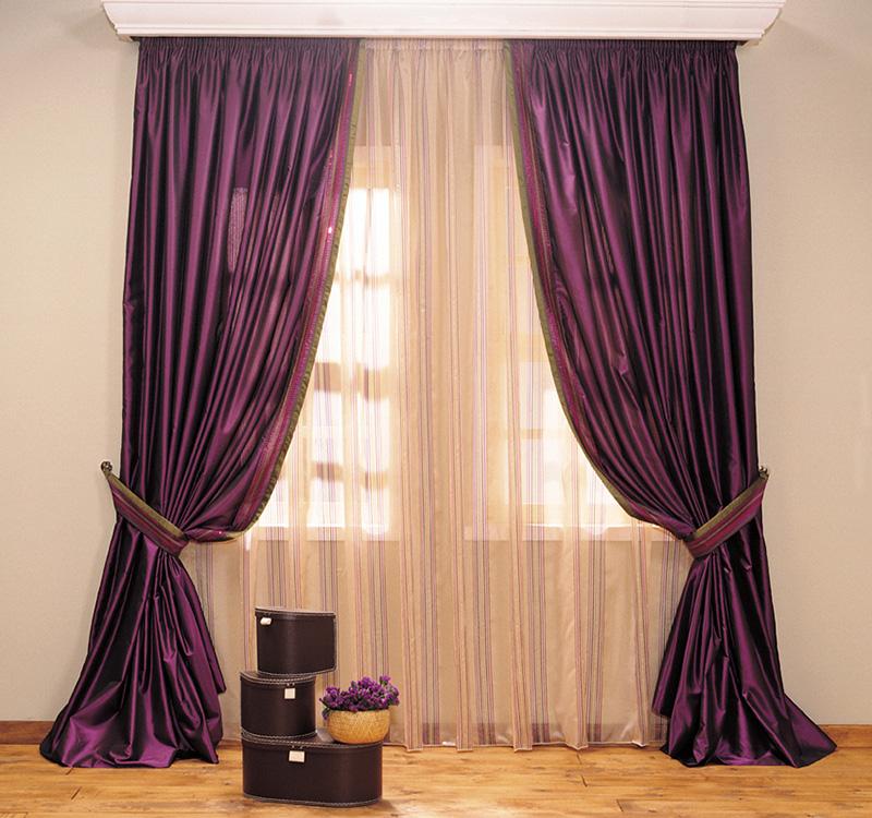 Mor renkli güzel salon perdesi.