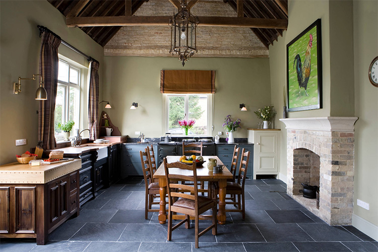 Şık görünümlü sanatsal mutfak perdesi.