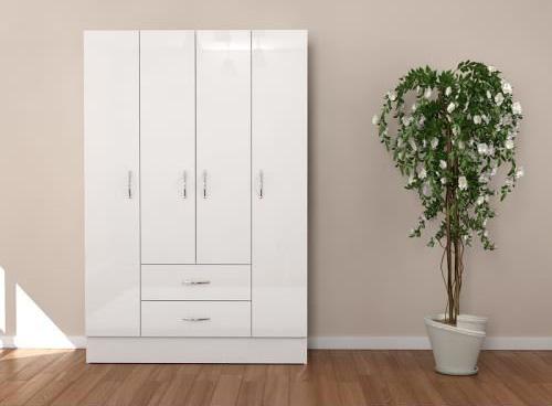 Dört kapılı, iki çekmeceli beyaz gardrop tasarımı..