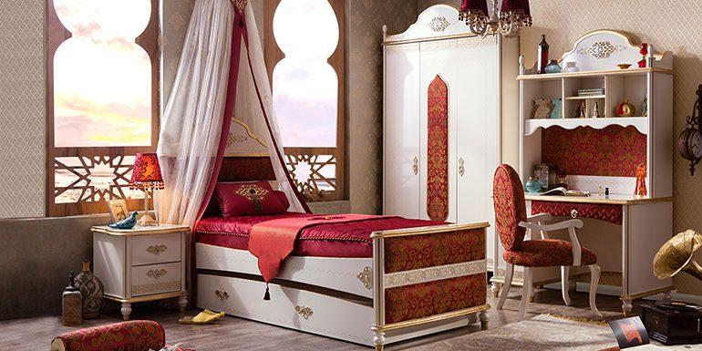 Şehzadelere ve sultanlara layık Çilek genç odası modeli..
