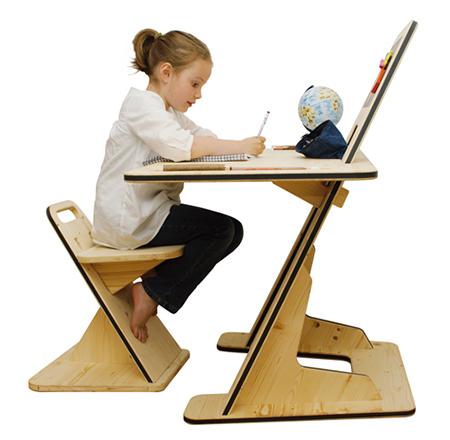 Modern ve kullanışlı ahşap çocuk masası..