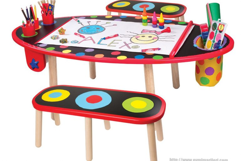 Renkli ve büyük çocuk oyun masası örnekleri