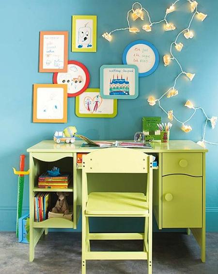 Yeşil renkli sade çocuk masası örnekleri..