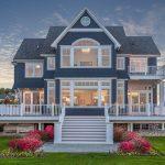 Büyük Modern Mavi Ev