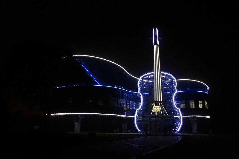 Sıra Dışı ve İlginç 10 Mimari Tasarım - The Piano House'un  Gece Manzarası