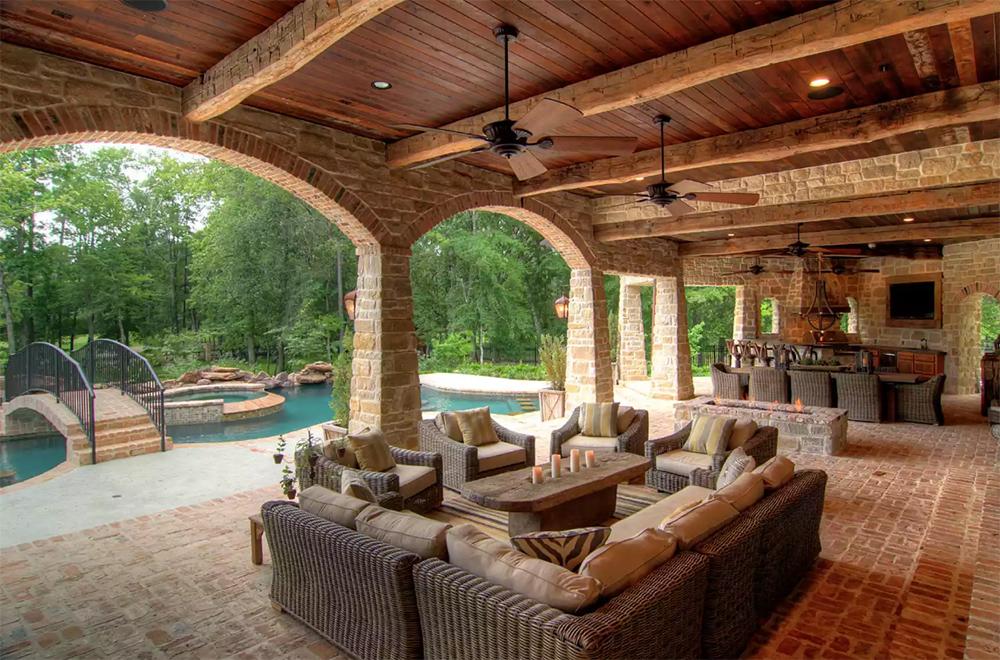 Çiftlik evinde bir veranda