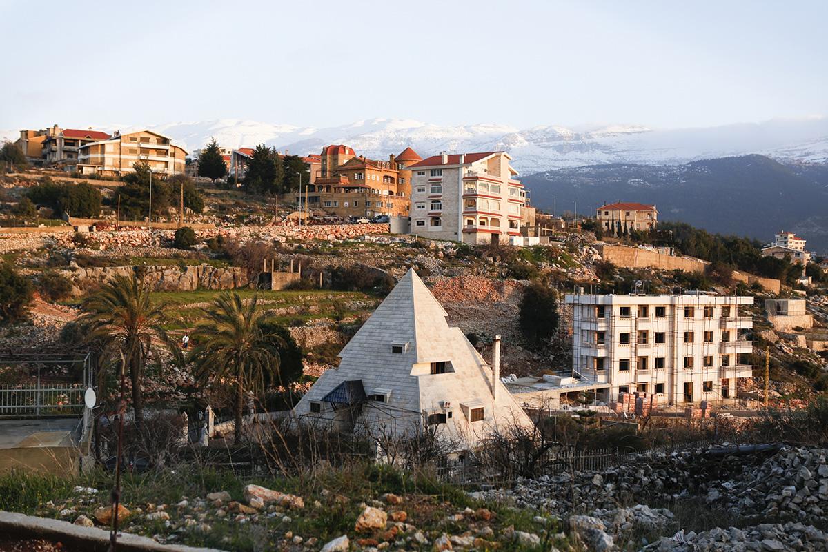 Piramit Evi, Lübnan Miziria'da bulunabilecek birçok eşsiz mimari parçadan biridir. 7 Sıra dışı Ev Tasarımı