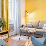 Fransız iç mimarın canlı bir rengin odayla nasıl iyi ambiyans oluşturabileceğina dair çalışması.