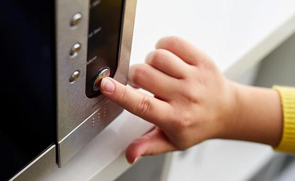 Mikrodalga fırınınız yiyecekleri olması gerektiği gibi ısıtmıyorsa, magnetron veya diğer hatalı mekanizmalar olabilir.