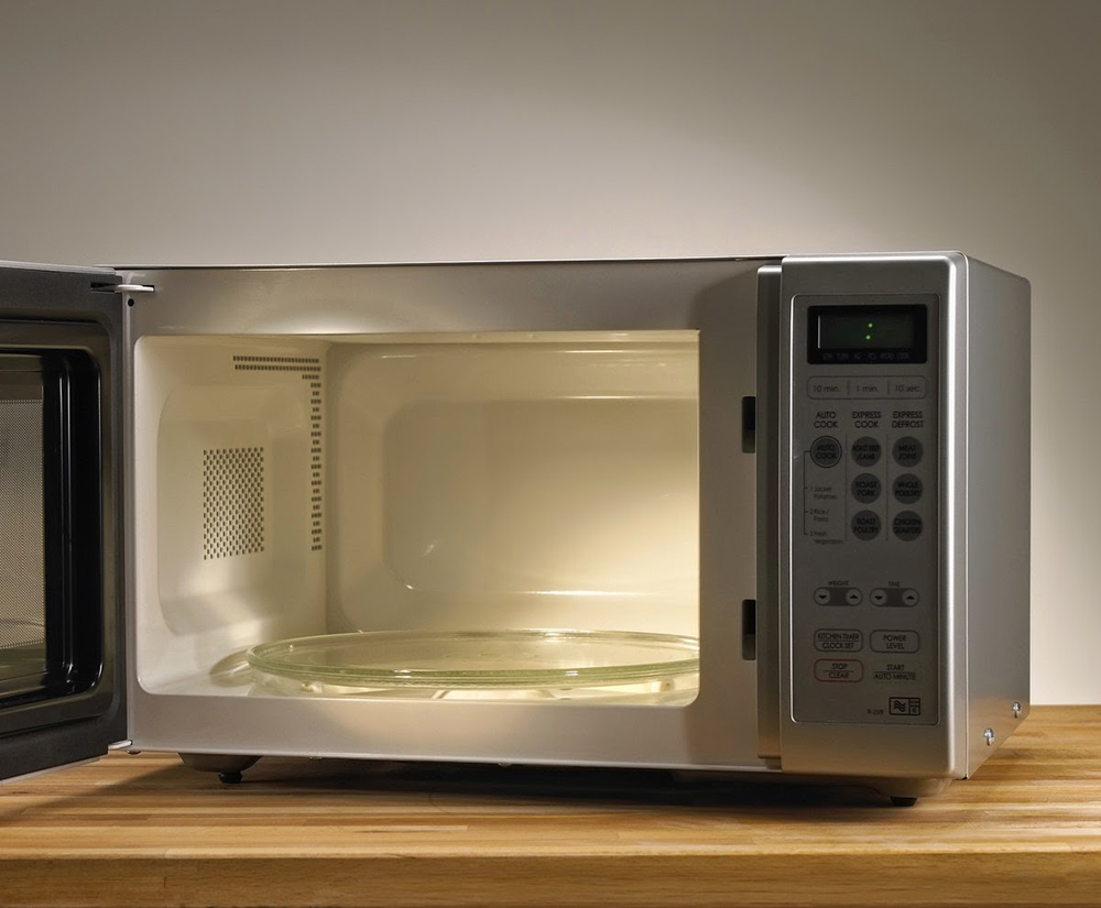 Döner tablayı temizleyin ve büyük kırıntılar tarafından engellenmediğinden veya pislik üzerine yapışmadığından emin olun. Yaygın Mutfak Sorunları ve Düzeltme Tavsiyeleri