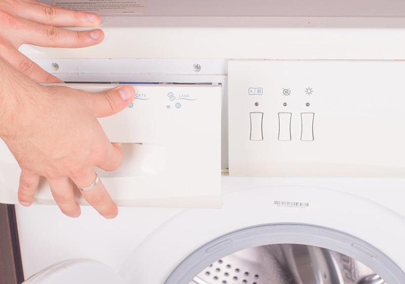 Normal yıkama döngüsünü kullanarak ılık veya soğuk suyla yıkayın. Sıkma için daha düşük bir sıkma devri hızı seçin.