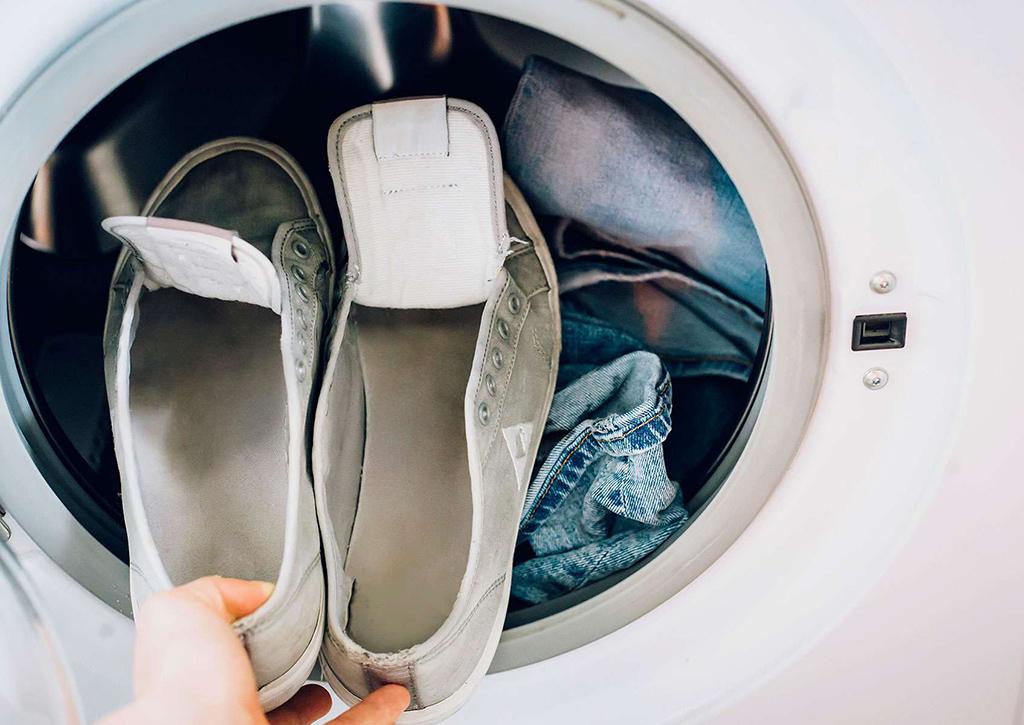 Bez ayakkabılar, yük dengelenmesi için (rengine bağlı olarak) havlu veya kotla yıkanmalıdır.