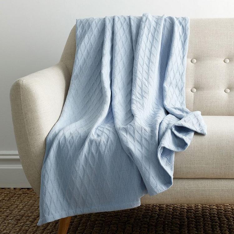 Fazladan battaniyelerin ne sıklıkla yıkanacağına karar vermek için, ne sıklıkla kullanıldığını hatırlamanız gerekir.