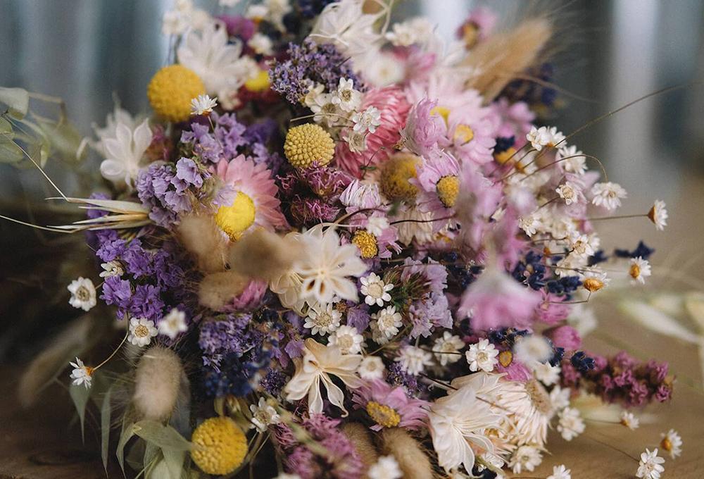 Kendi Çiçeklerinizi Kurutun. Evinizin Kokusunu Harika Hale Getirmenin 12 Feng Shui Yolu.