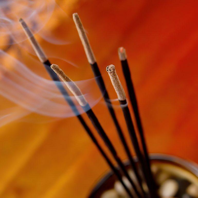 Evinizin Kokusunu Harika Hale Getirmenin 12 Feng Shui Yolu
