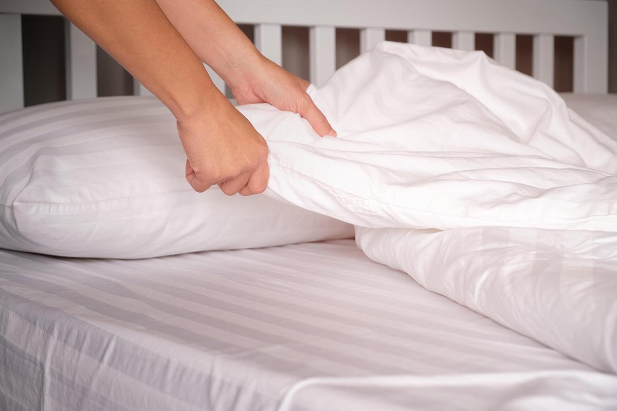 Çarşafları, battaniyeleri ve diğer yatak takımlarını yıkamak için önerilen süreler, öncelikle kullanım onarınızla ve uyurken malzemelerin vücudunuzla ne kadar temasta olduğuyla ilgilidir.